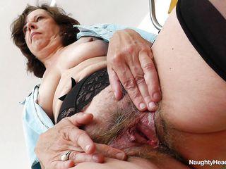 Порно зрелых с волосатыми вагинами