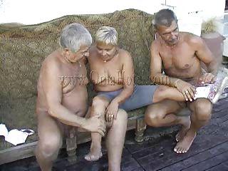 Порно бабушки страпон